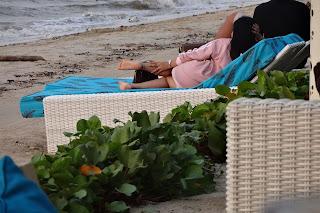 Santai di Pantai Teluk Awur