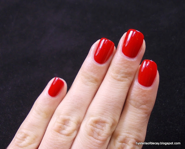 makeup-revolution-i-heart-makeup-nail-geek-furious-37-red-nail-polish