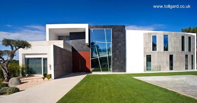 Residencia contemporánea diseñada y decorada con arte en Europa