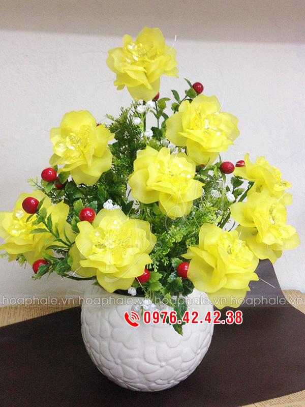 Hoa hong vang pha le