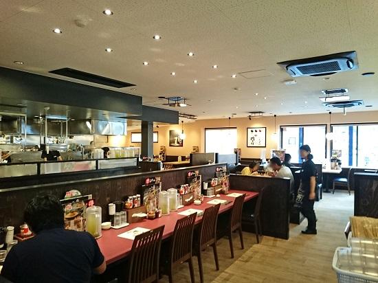丸源ラーメン 沖縄美里店の店内の写真