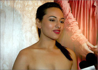 sonakshi sinha hot kiss - photo #1