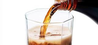 5 Bahaya Minum Minuman Bersoda