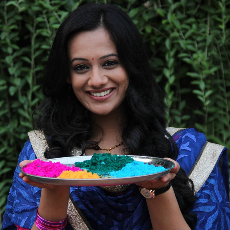Spruha Joshi celebrates digital holi