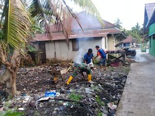 Babinsa Kodim 1202/Skw Gotong Royong Bersama Masyarakat