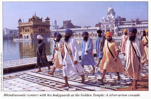 Bhindranwale with his body guarants at the Golden Temple Photo courtesy: sikhmuseum.com
