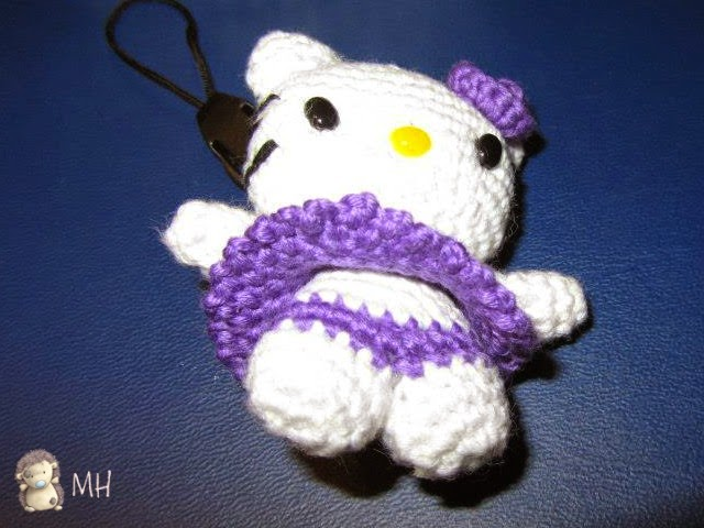 Mini Hello Kitty amigurumi.