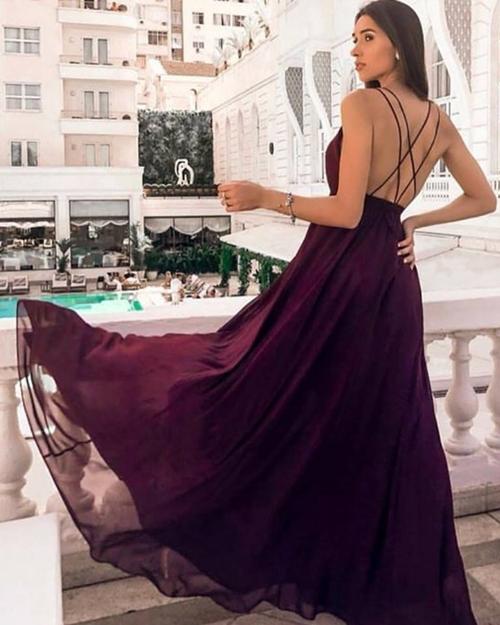 vestido de festa vinho com saia fluida