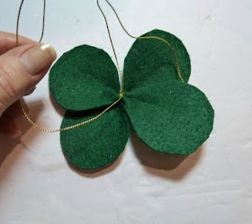 4-leaf clover hair bow
