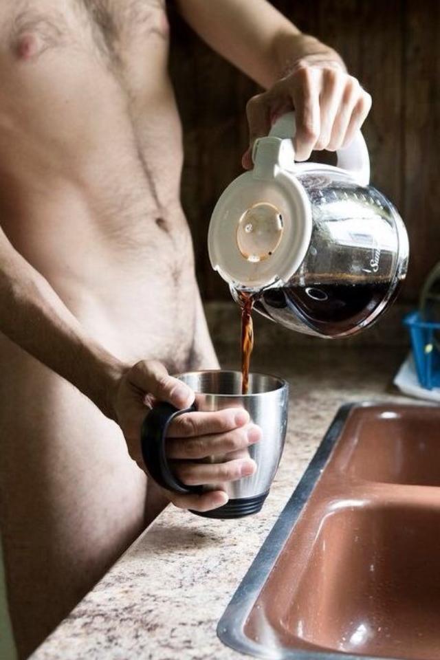 Картинка он и она кофе готовит по утрам