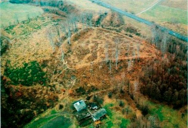 Międzyświeć - wklęsłe grodzisko wczesnośredniowieczne plemienia Gołęszyców