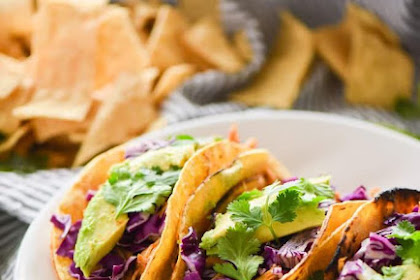 Easy Slow Cooker Honey Chipotle Chicken Tacos