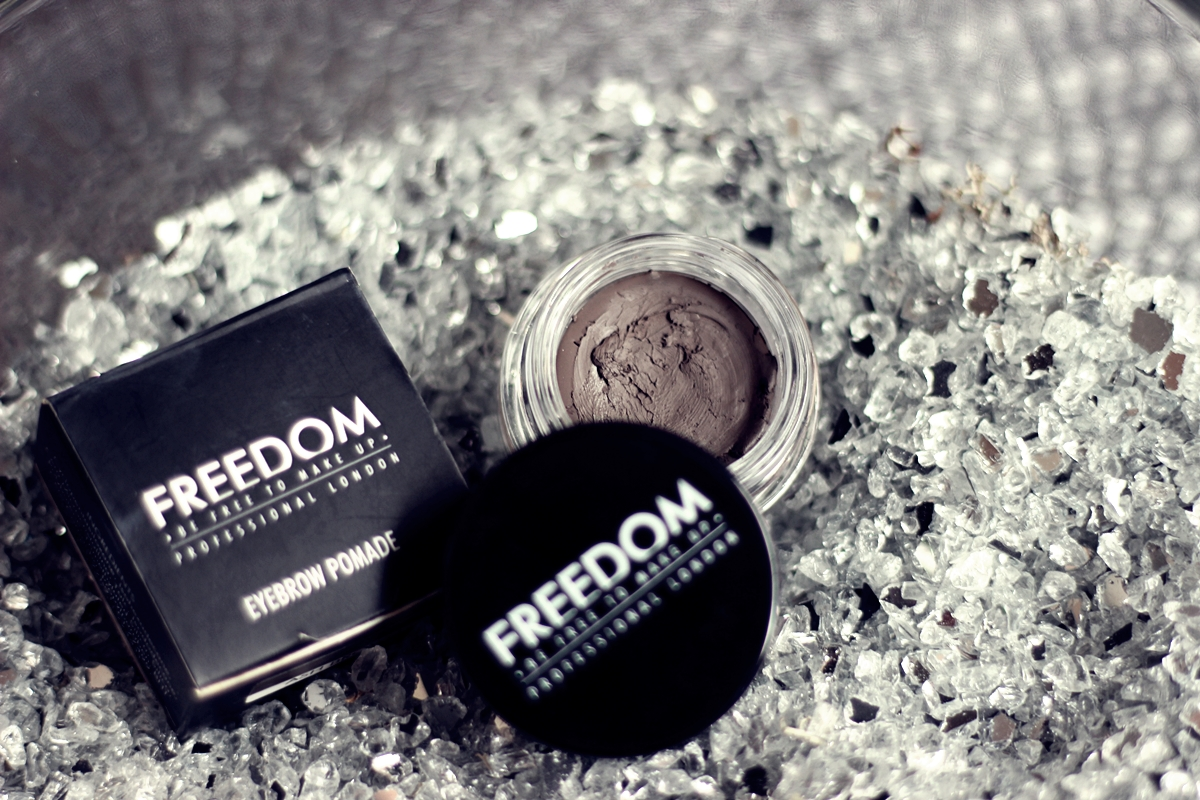 FREEDOM MAKEUP | POMADA DO BRWI W KOLORZE ASH BROWN
