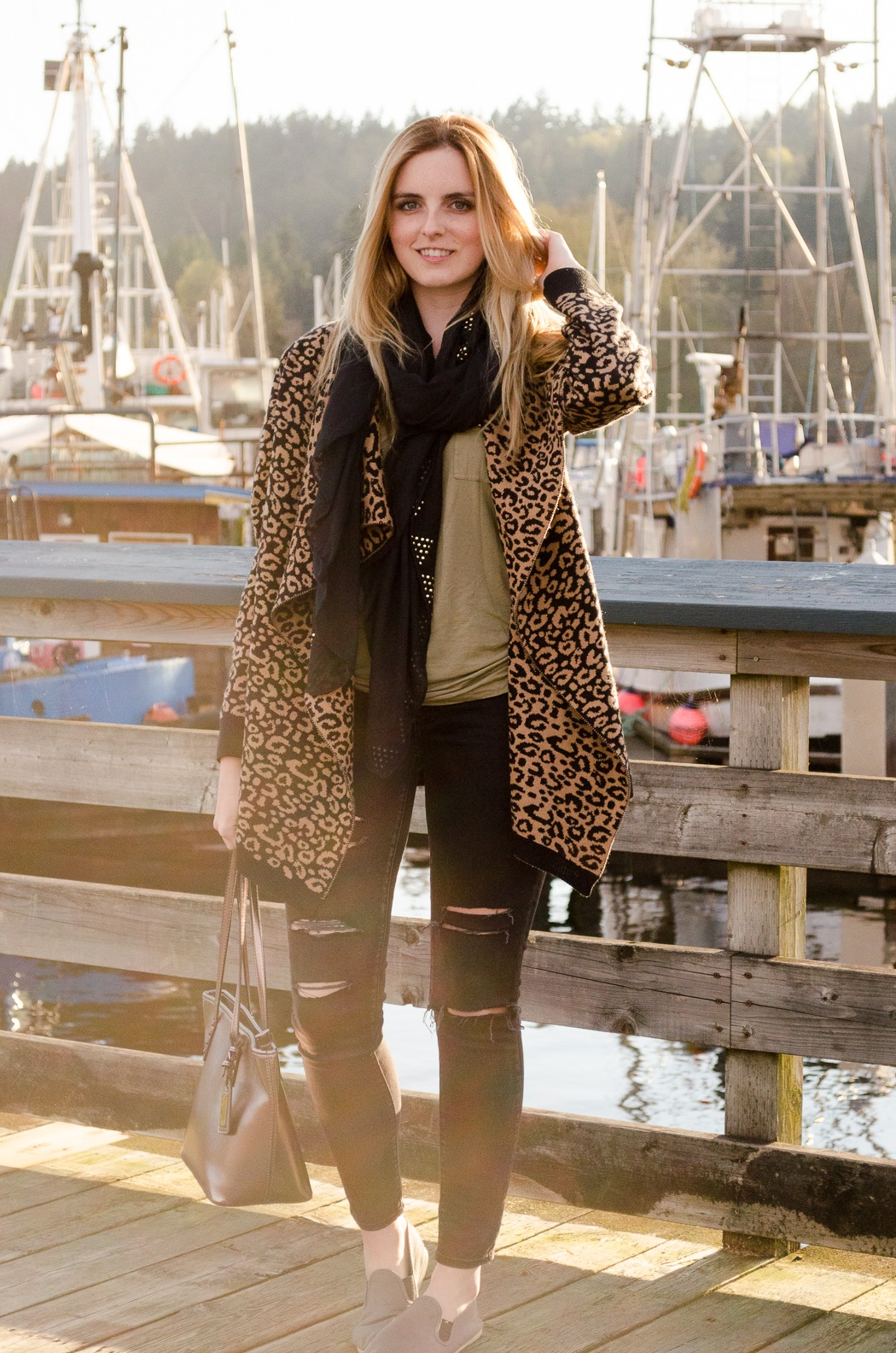 Vancouver Style Blog, Vancouver Fashion Blog, Vancouver Travel Blog, Canadian Fashion Blog, How to Style a Oversized Knit Sweater, American Eagle Torn Black Jeggings