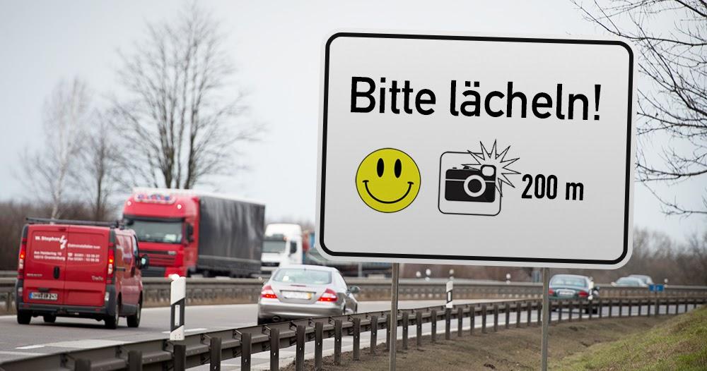 """""""Bitte lächeln!"""": Hinweisschild soll Qualität von Blitzer-Fotos verbessern"""