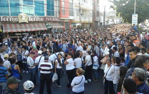 40-mil-ciudadanos-pasaron-colombia-comprar-alimentos-medicinas