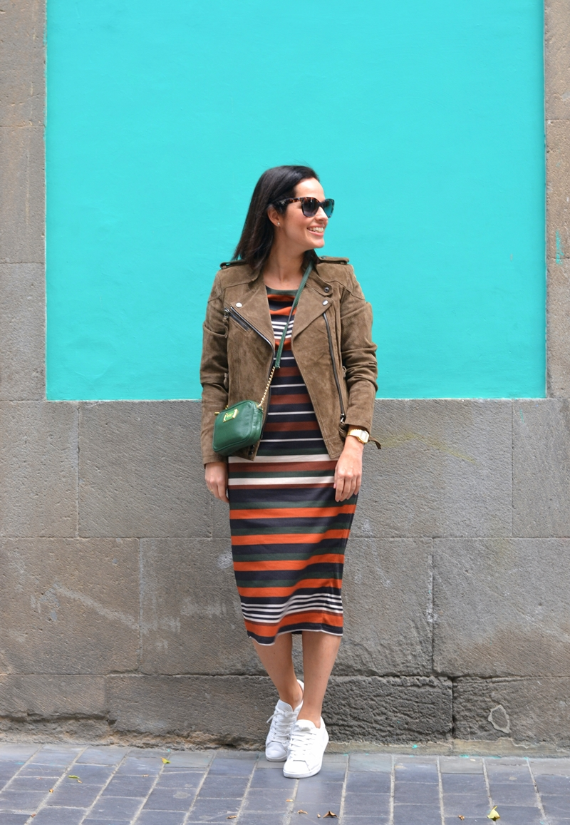 stripes-dress-casual-outfit-street-style