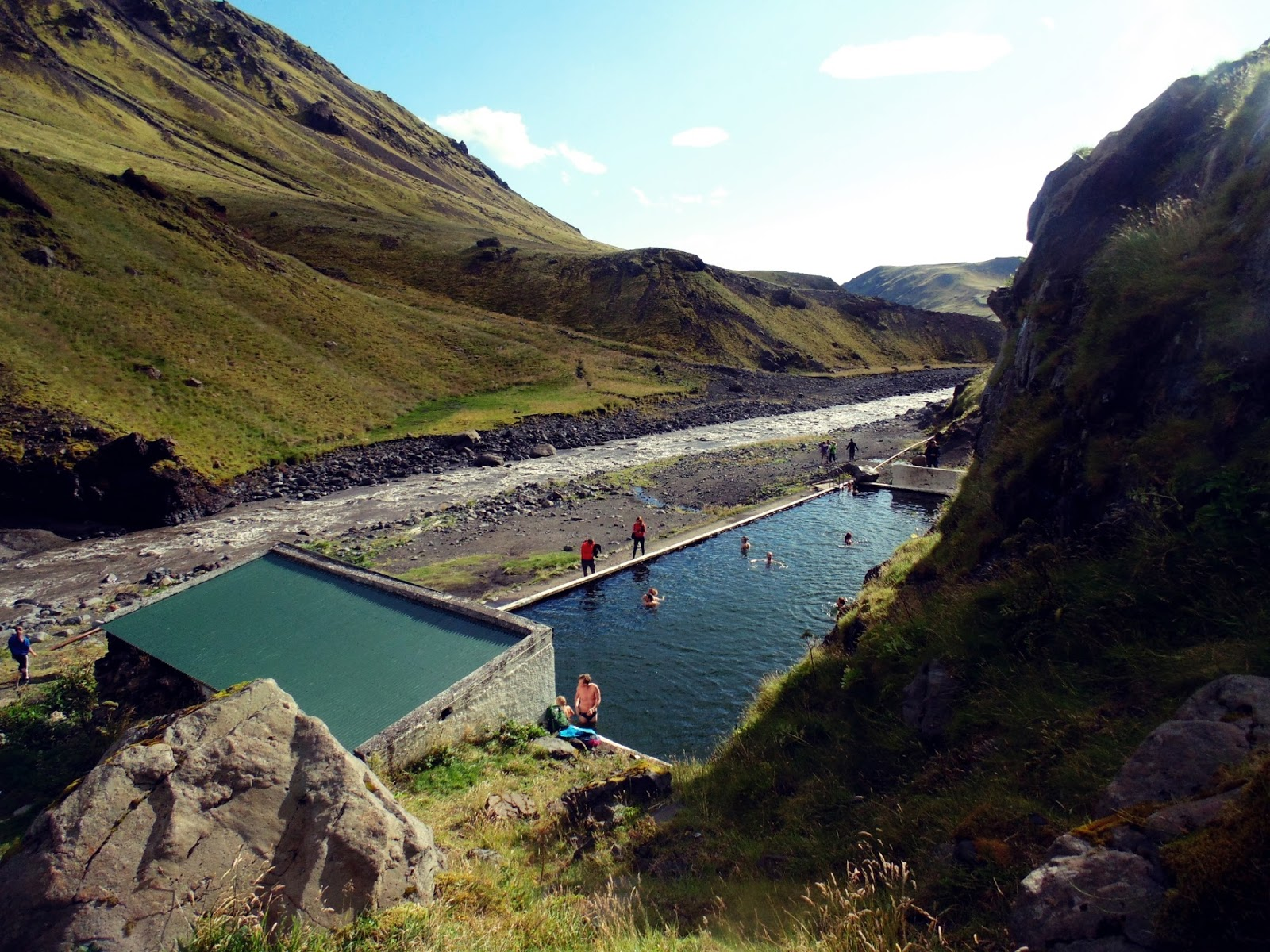 dziki basen Seljavallalaug, basen, islandzki basen, gorące źródła islandia