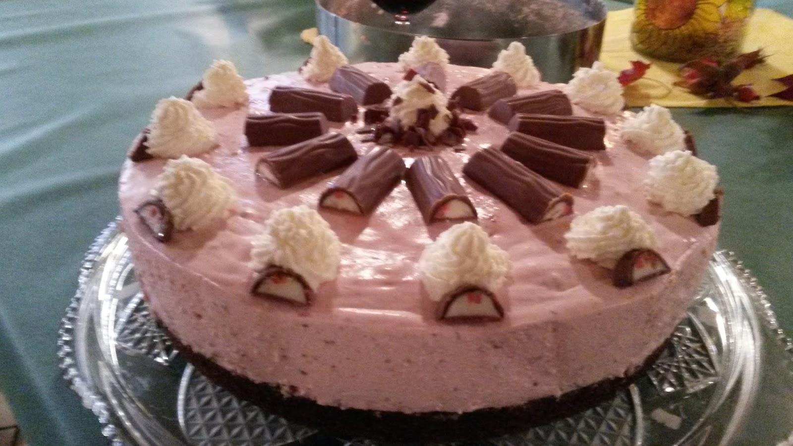 Erdbeer Yogurette Torte Mit Nussboden