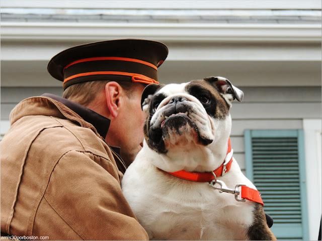 Perro en el Desfile de Acción de Gracias en Plymouth