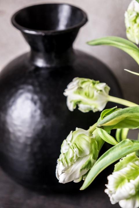 fim.works | Fotografie. Wortakrobatik. Wohngefühl. |  Die ersten Tulpen im neuen Jahr: weiße Papageientulpen