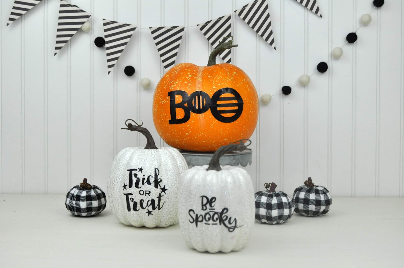 How to add vinyl words to pumpkins. Halloween pumpkin decor tutorial by Jen Gallacher. #diecutting #silhouette #halloweencraft #jengallacher