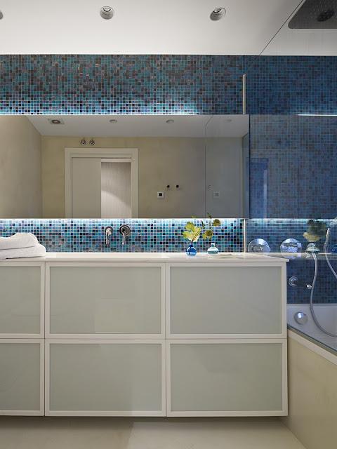 baie cu mozaic albastru