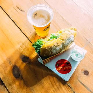 Pão baguete, caponata de beringela e carpaccio de abobrinha