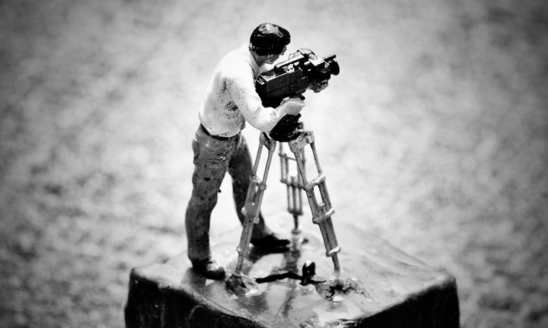 człowiek z aparatem
