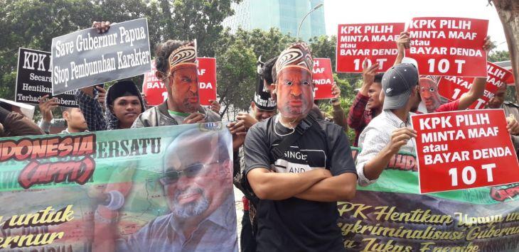 Pemuda Papua Demo KPK, Minta Maaf Atau Denda 10 Triliun Karena Permalukan Gubernur Papua