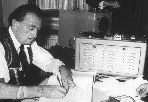 Ordenan exhumar cuerpo del pintor Dalí para prueba de ADN