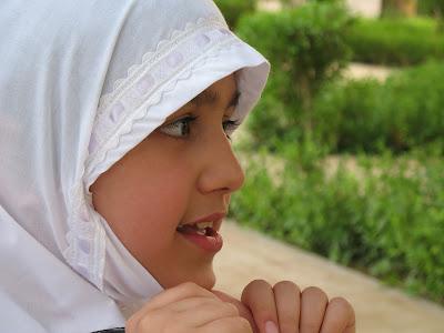 子供は何歳からヒジャブ着用が義務か?
