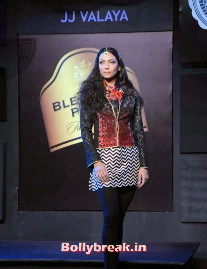 Shamita Singha, JJ Valaya Collections at BPFT 2013 - Arjun Kapoor Ramp Walk
