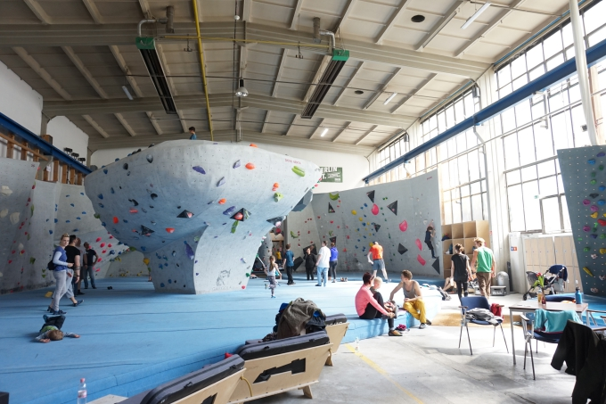 Lapsen kanssa boulderointi - testissä berliinin Berta Block Boulderhalle