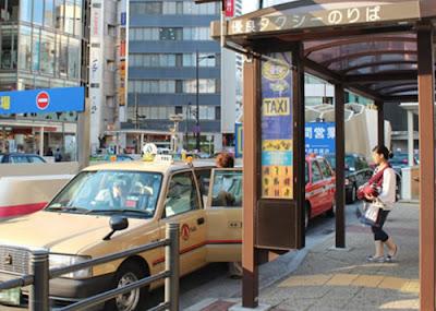 Faltam motoristas de táxi em Tóquio e estrangeiros começam a suprir a demanda