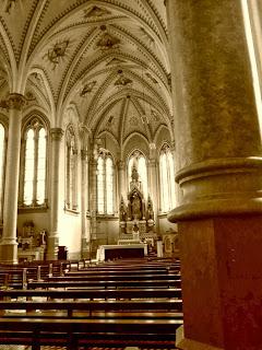 Imagem de Nossa Senhora, ao Fundo da Catedral de Vacaria