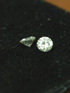 sepasang diamond