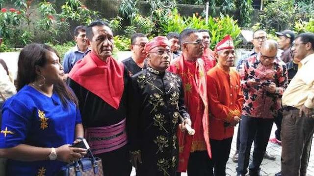 Enam Raja Maluku Laporkan Akun FB yang Sebut Jokowi Raja Kodok
