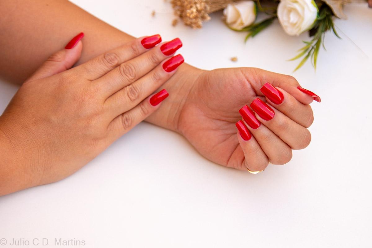 Esmalte vermelho HeySailor da Chinaglaze e alongamento de unhas em acrílico