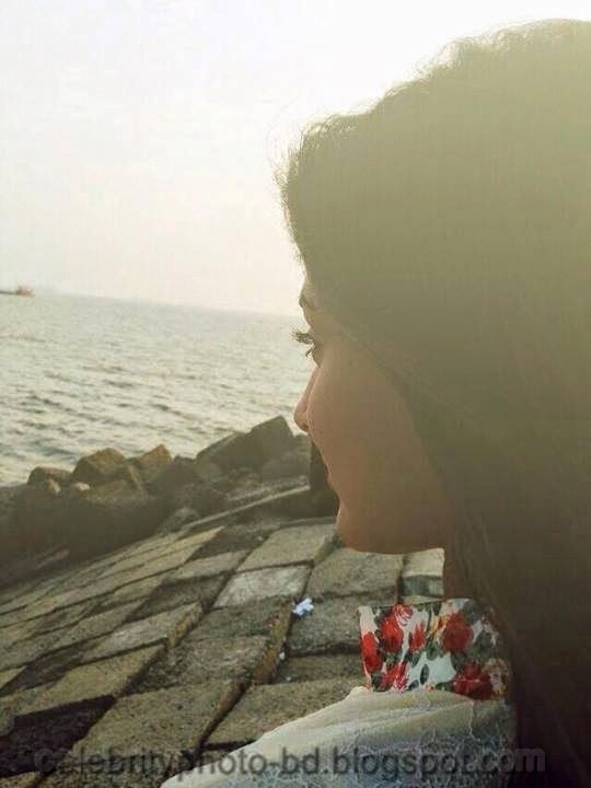 Photos Of Mehzabien Chowdhury looking Cute And Gorgeous in Sunset at Cox's Bazar