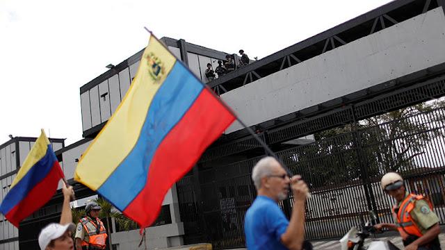 """Guaidó fracasa en la convocatoria frente a los cuarteles y admite """"errores"""" de cálculo sobre el apoyo de las FANB"""