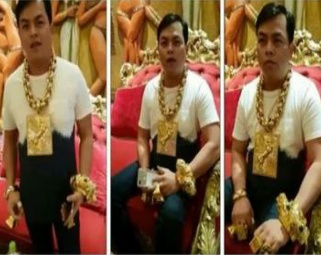 Wow, Pria Ini Pakai Perhiasan Seberat 13 Kg Setiap Hari