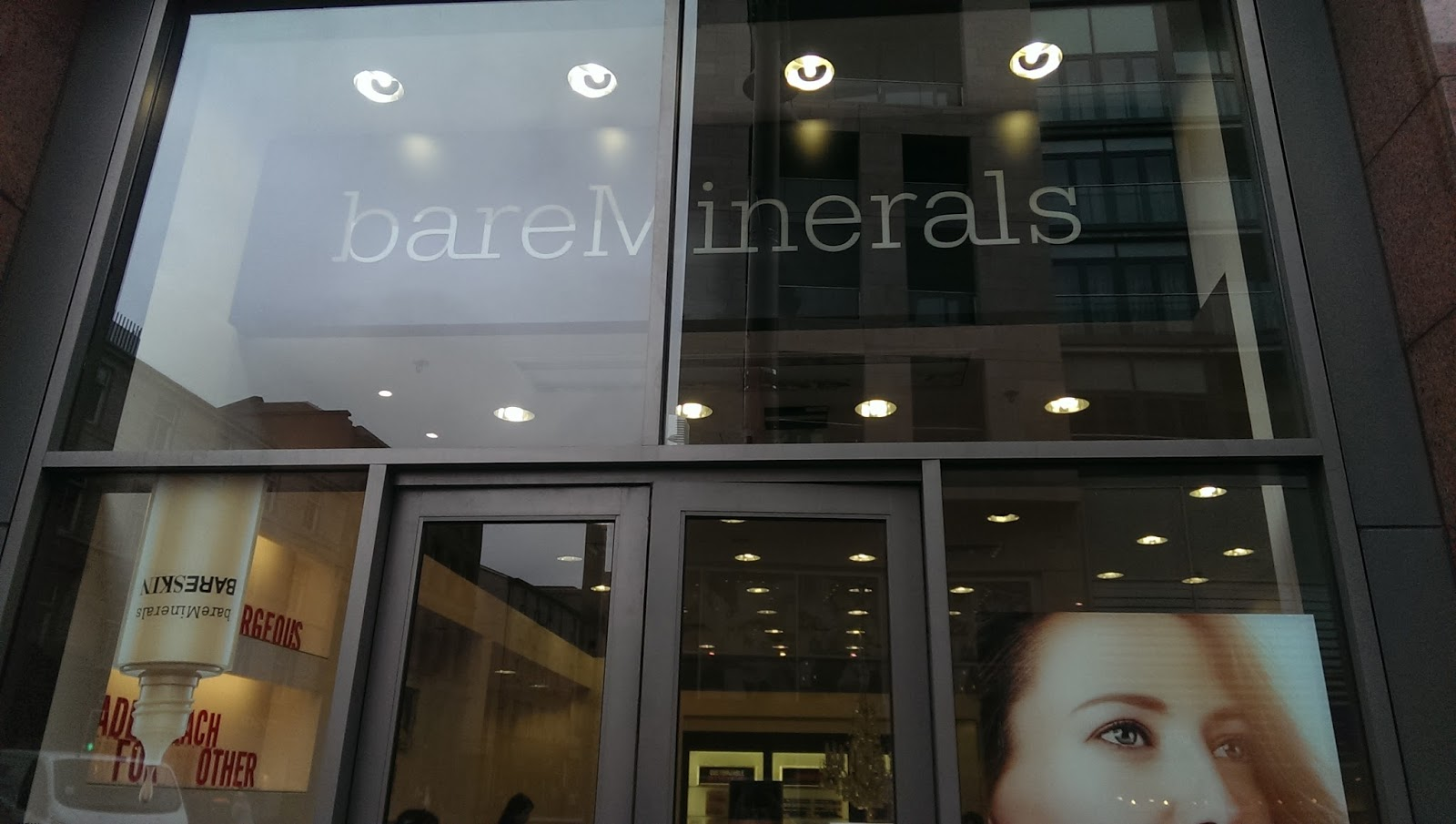 shop front of bare minerals store buchanan galleries