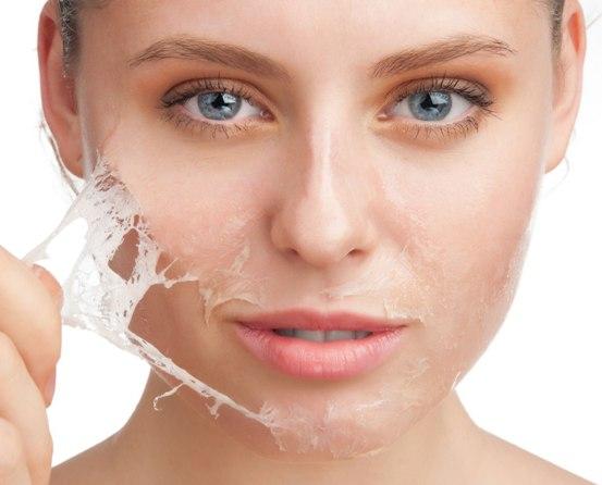 cara melembabkan kulit wajah yang kering secara alami