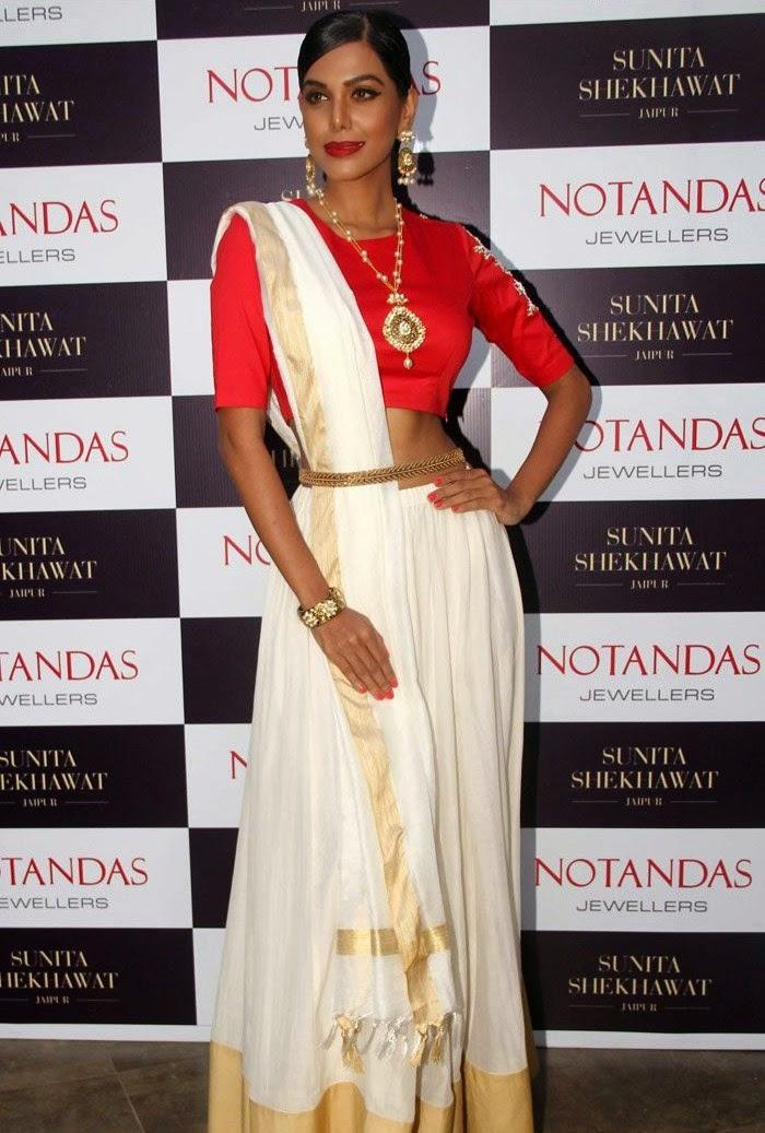 Natasha Suri, Karisma Kapoor at Sunita Shekhawat Jewellery Launch