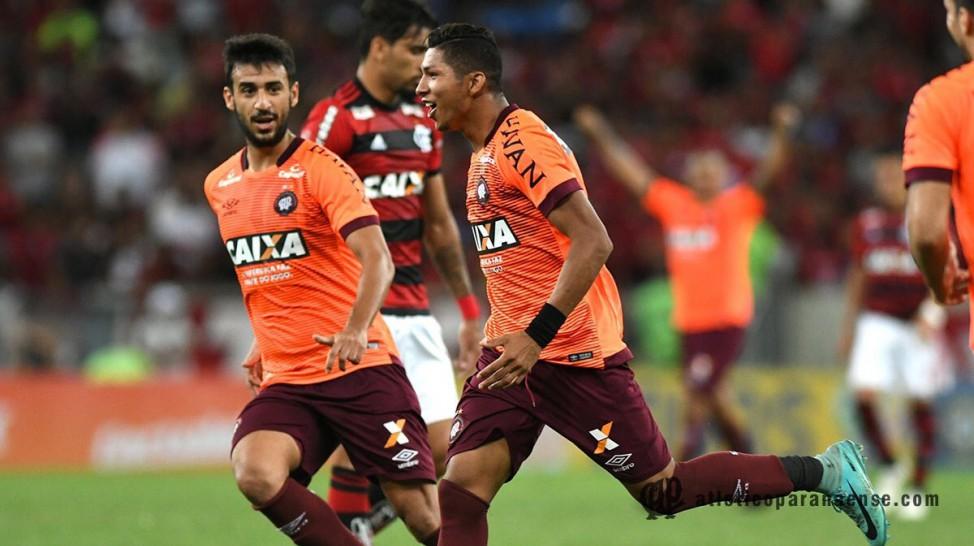 Atlético Paranaense de virada derrota Flamengo no Macaranã lotado 8b56957d62465