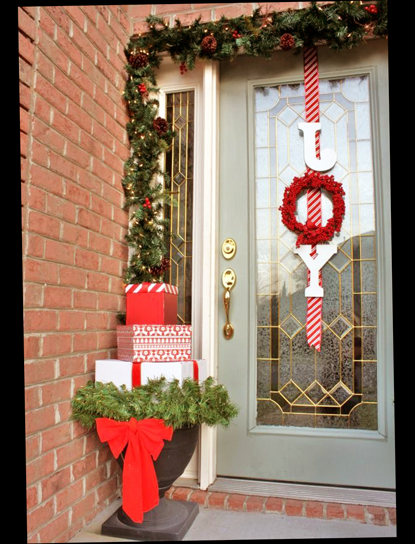 Christmas front door porch decorations ellecrafts for Easy front porch christmas decorations