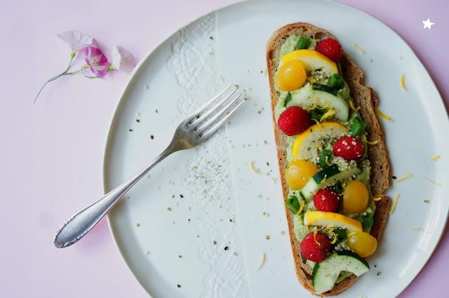 tartine retour du marché vegan avocat fruits estival céramique