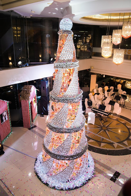 Cebu Parklane International Hotel's Christmas Tree. This year, the Hotel is adorned by decorations made out of soda cans
