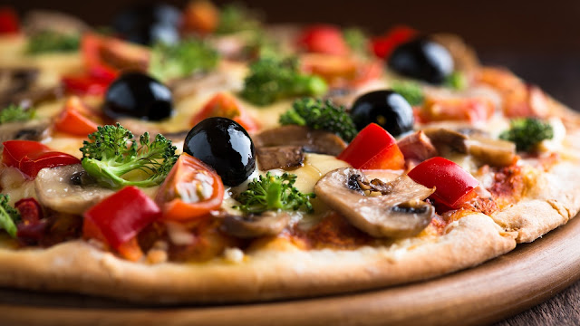 pizza mushrooms tomatoes